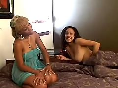 Lesbo lady seduces beautiful chick